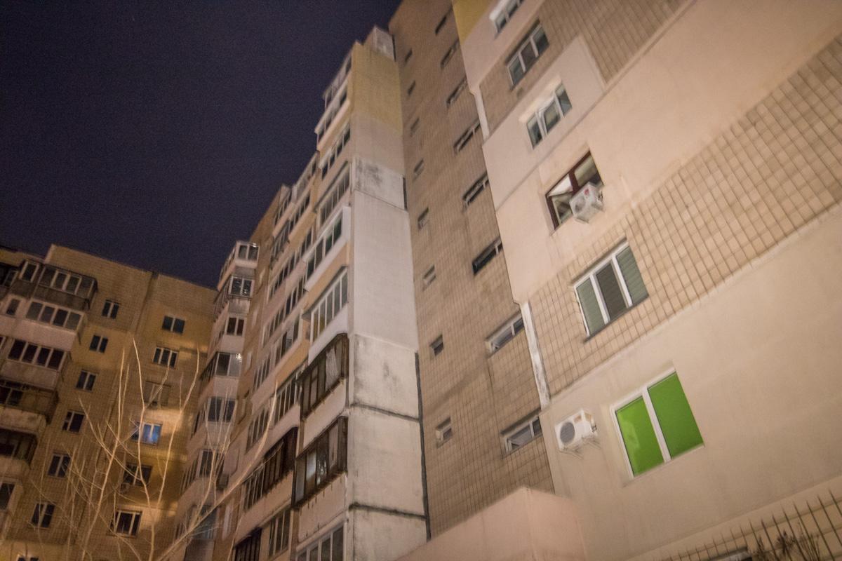 Предварительная причина пожара - замыкание щитовой на 4-м этаже