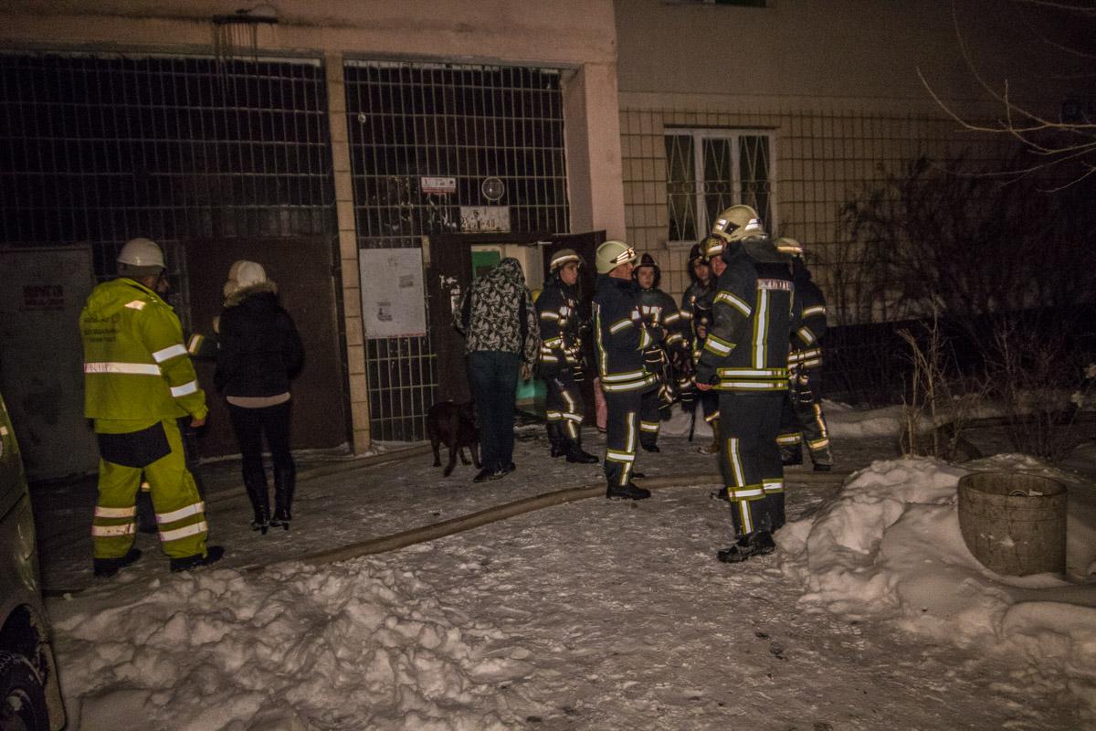 В результате пожара многих жильцов эвакуировали