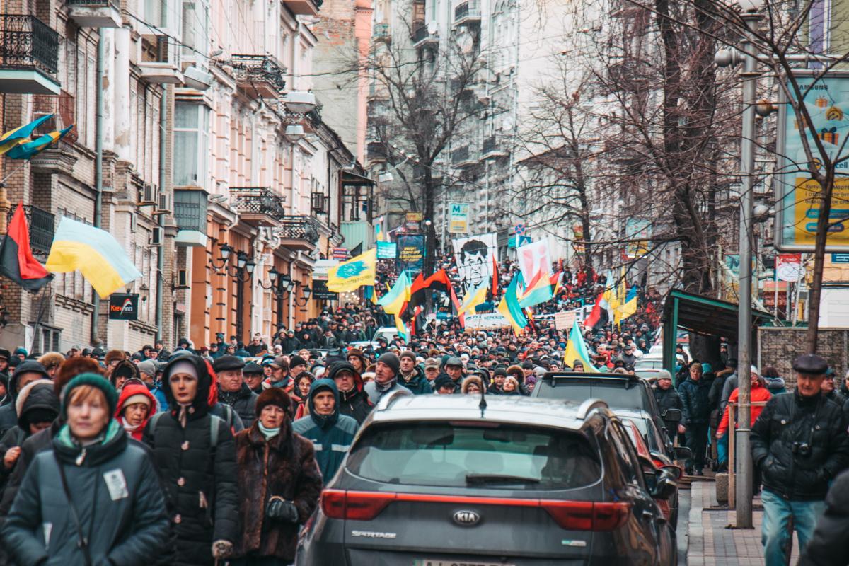 Тысячи людей выражали свои требования к действующей власти