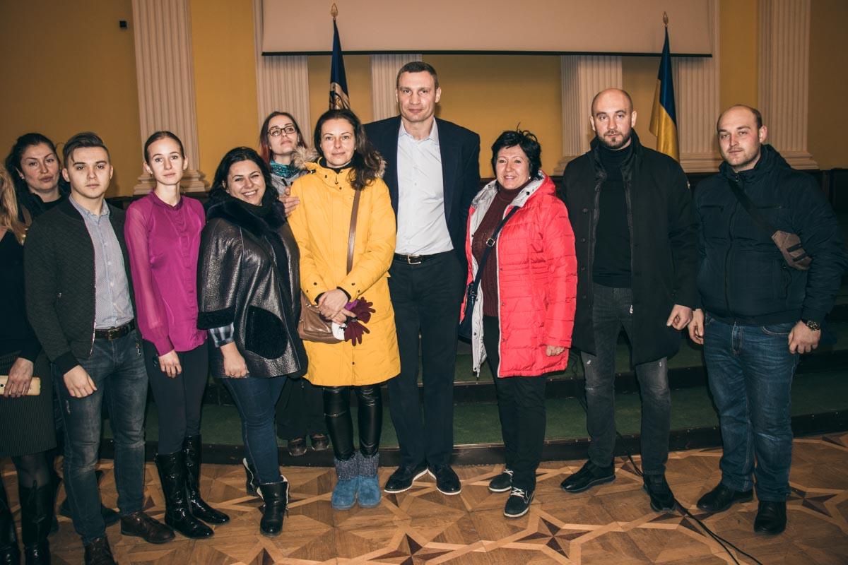 В конце переговоров активисты попросили мэра сделать фото на память