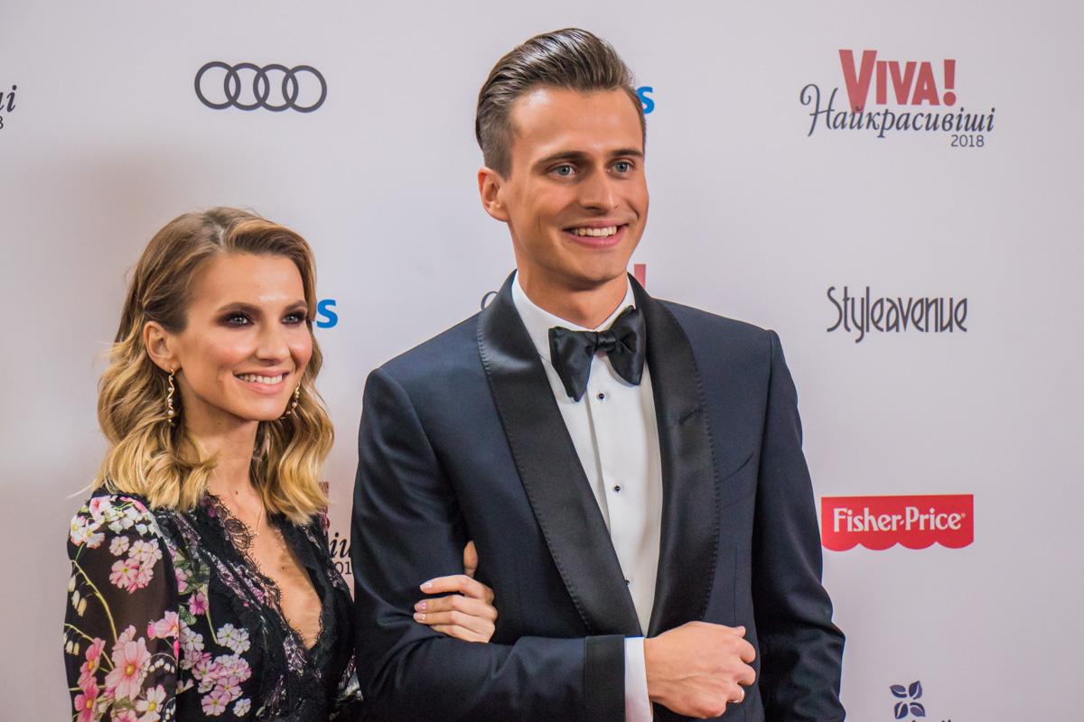 Телеведущий Александр Скичко с женой