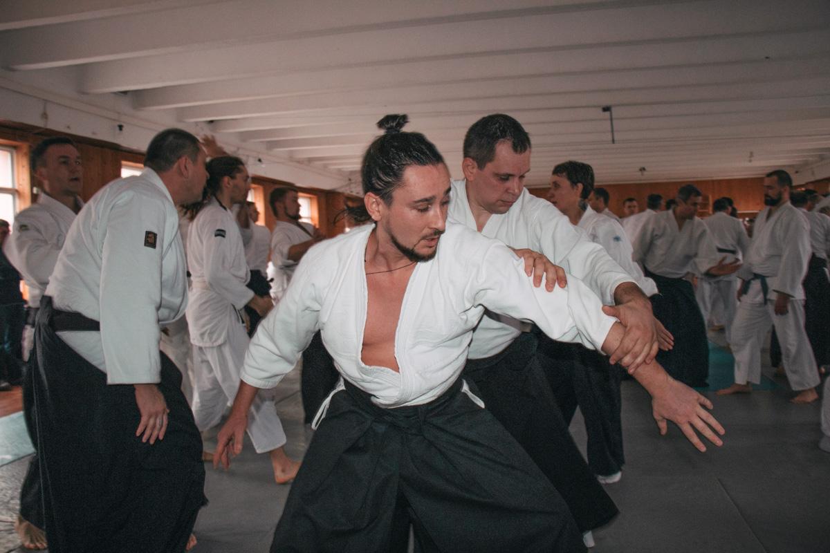 В айкидо очень важно чувствовать касания и ощущать движение