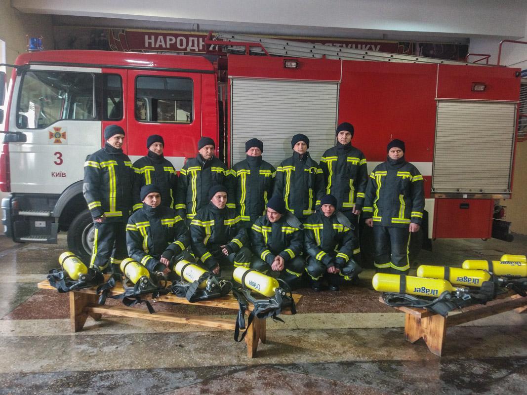 Пожарные примерили новую боевую одежду