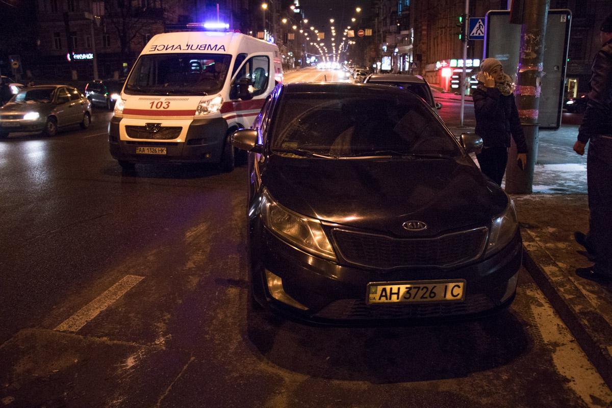 Водитель Kia в шоковом состоянии находится на месте ДТП вместе с патрульными