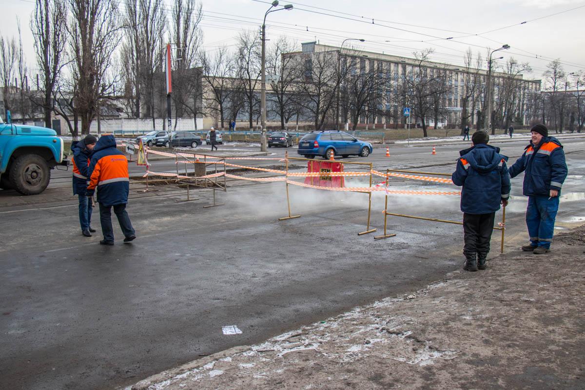 на улице Бориспольской, 3б произошел прорыв теплосети