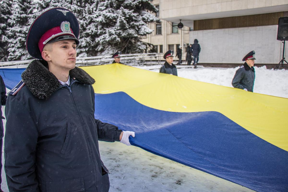 Флаг Украины вынесли кадеты