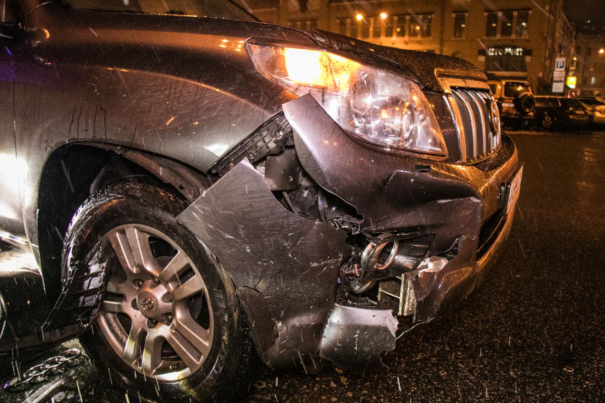 У Toyota разбита передняя правая часть