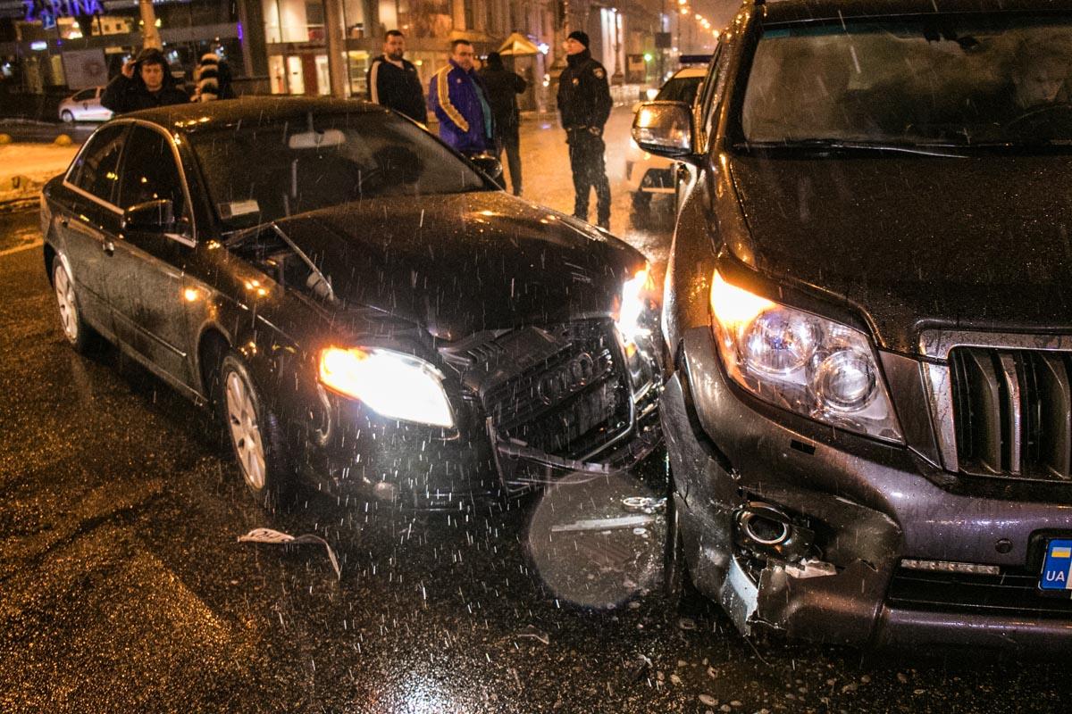 Audi спускалась по бульвару Шевченко