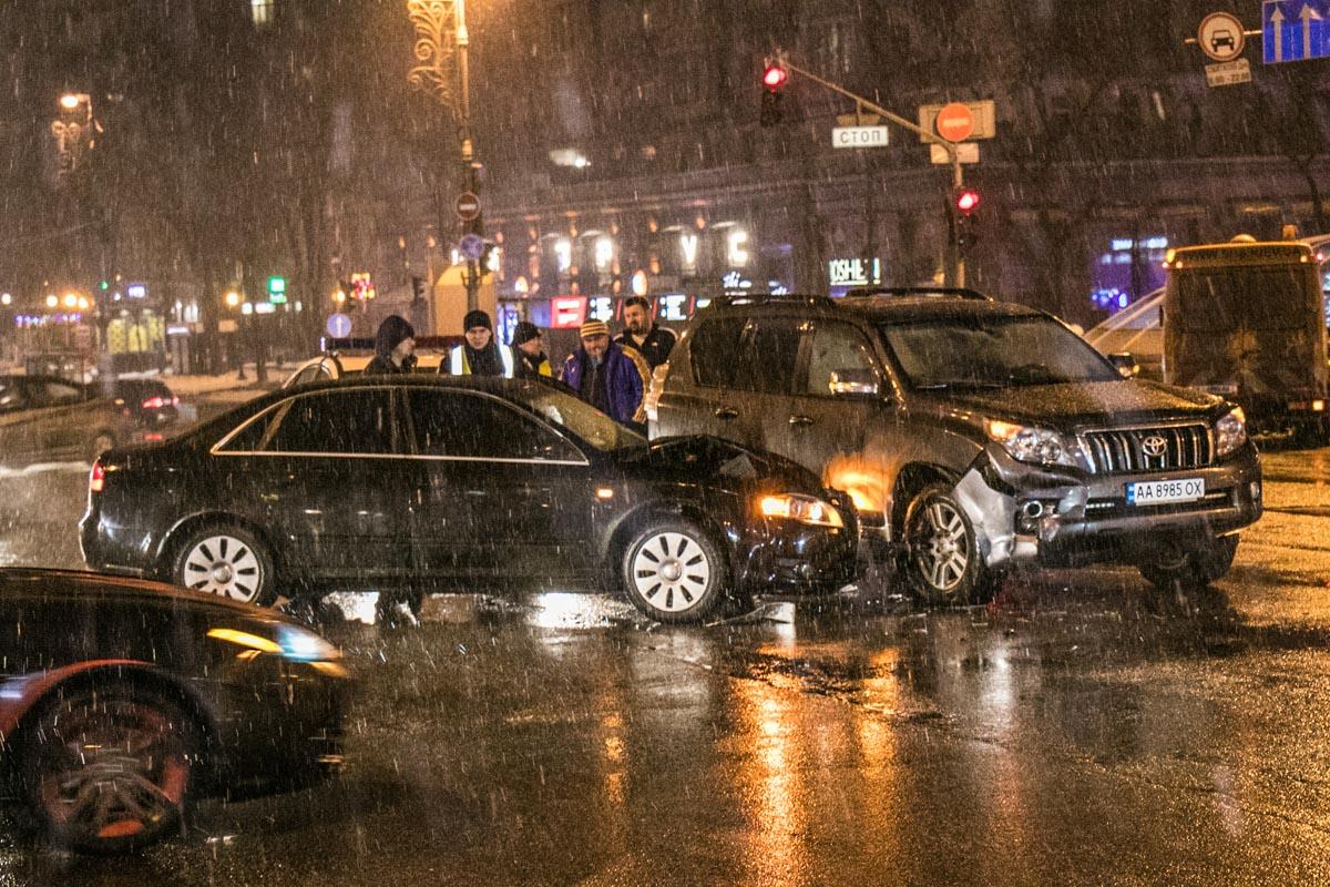 Авария произошла рядом с Бессарабкой