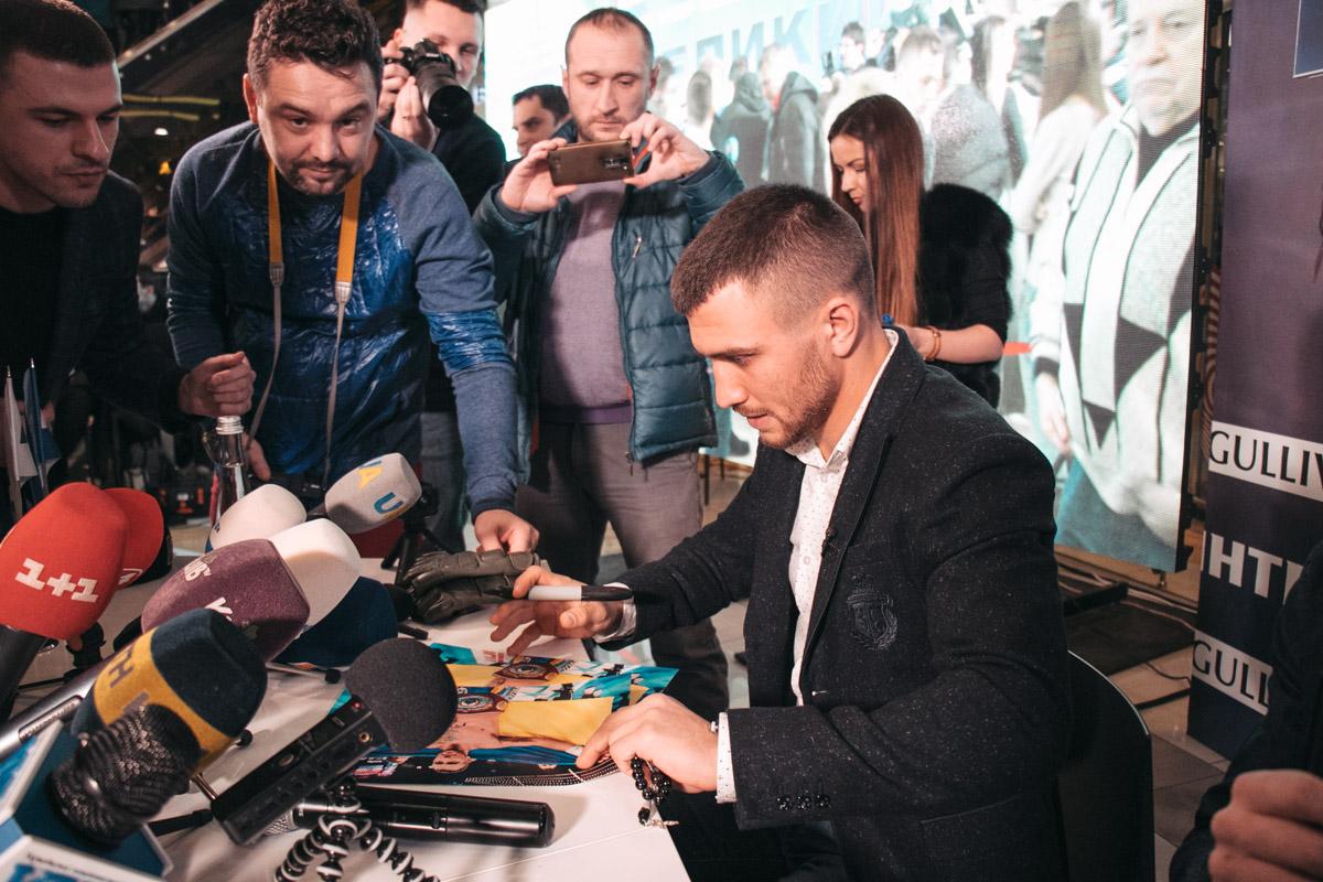 Боксер Василий Ломаченко встретился с киевскими фанатами
