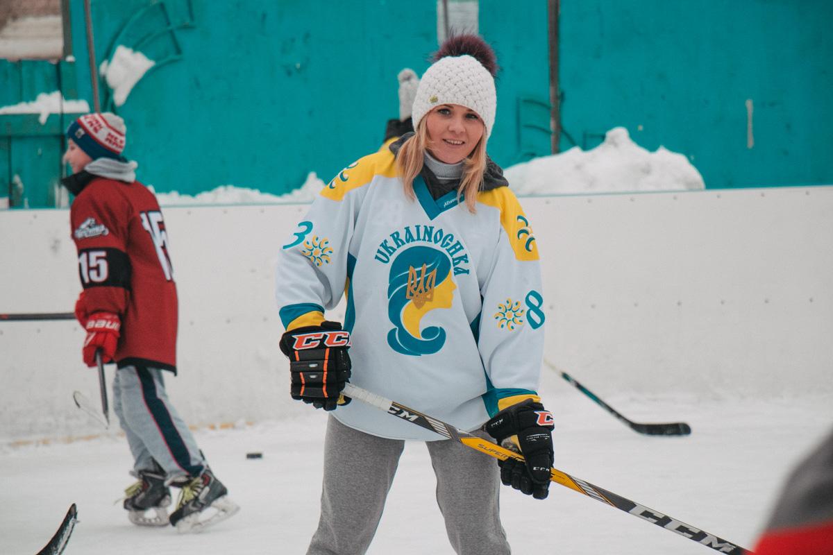 Девушки играют в хоккей ничуть не хуже парней