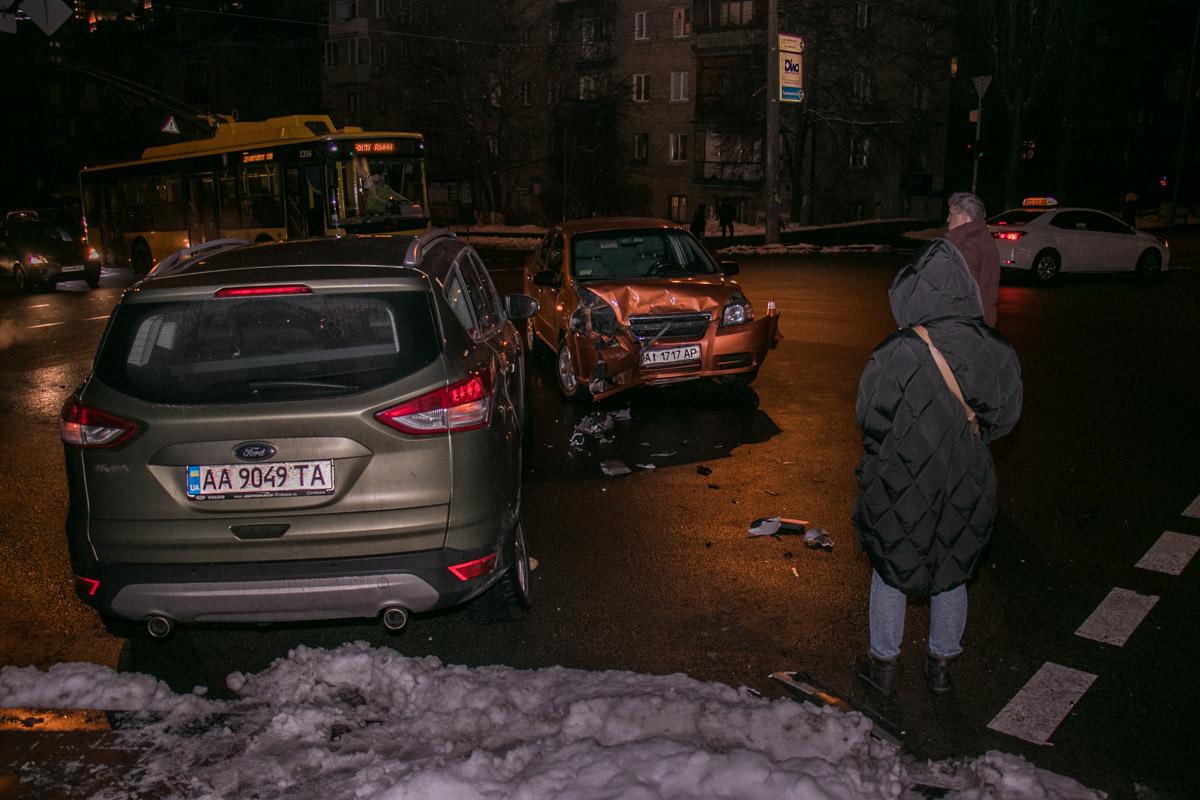 На месте столкновения оба водителя остались до выяснения обстоятельств