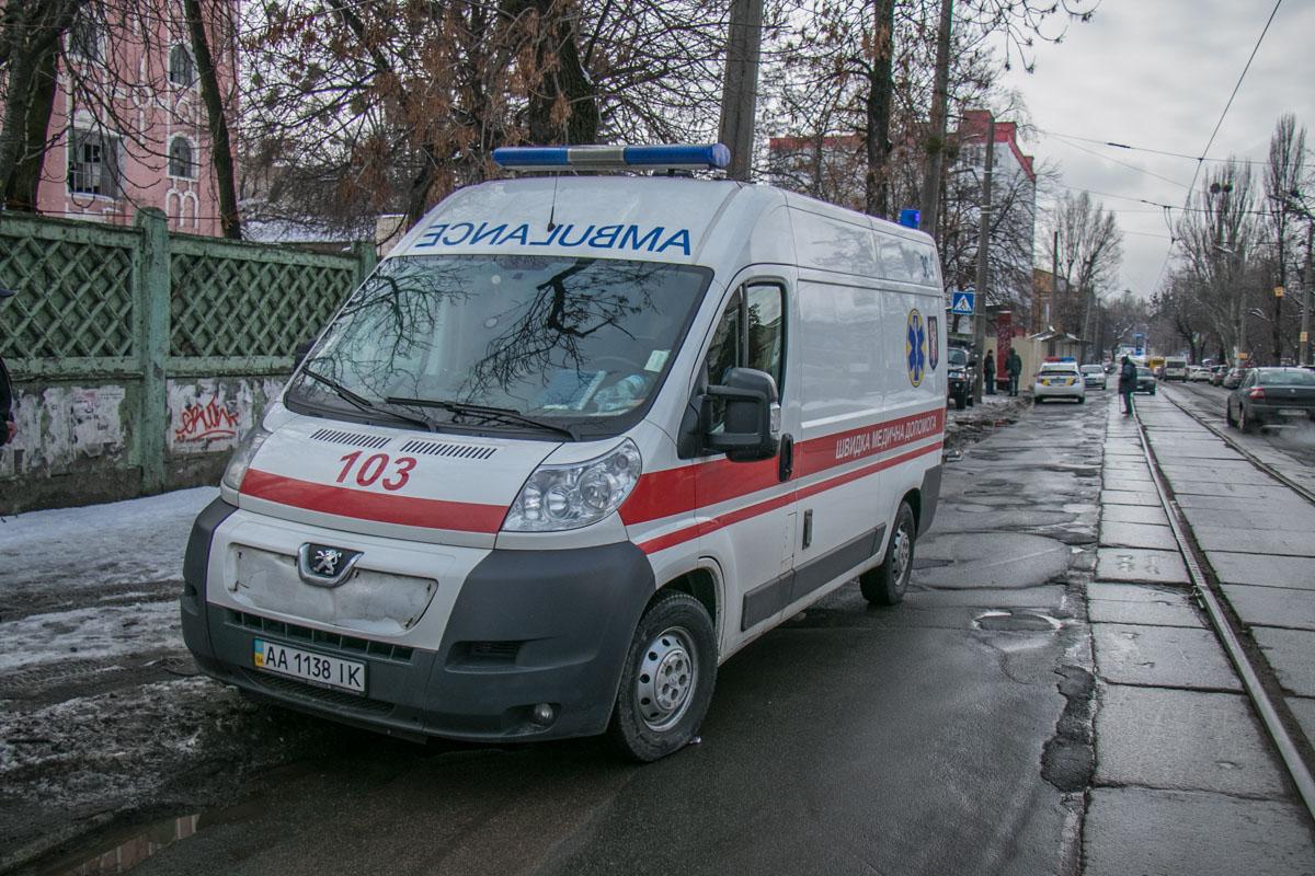 Две кареты скорой помощи работали на месте ЧП