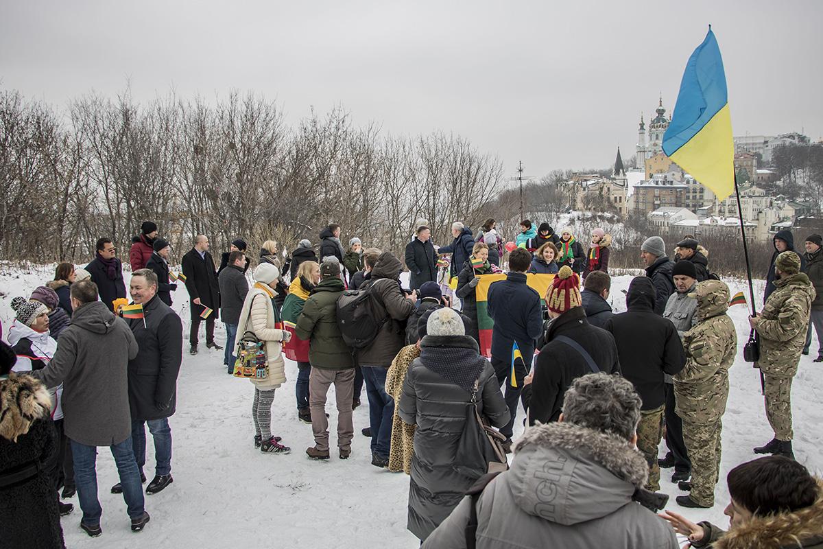 На Замковой собрались несколько десятков человек