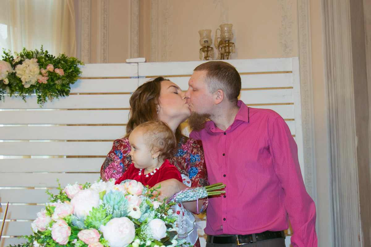 """В Шоколадном доме поздравили и участников проекта """"свадьба за сутки"""" прошлых лет"""