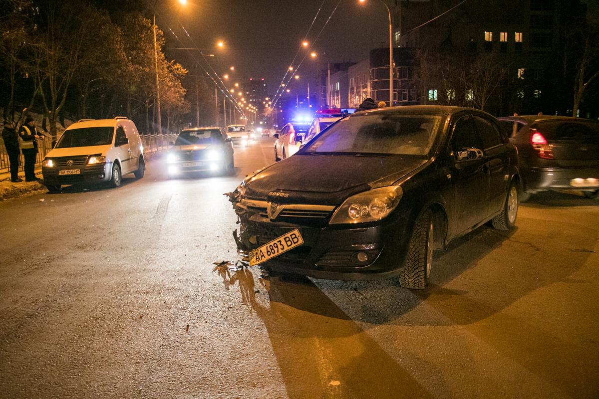 Столкнулись Opel и Mitsubishi Pajero