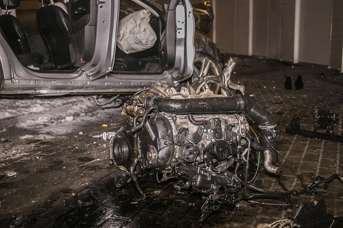 От удара у машины вылетел двигатель