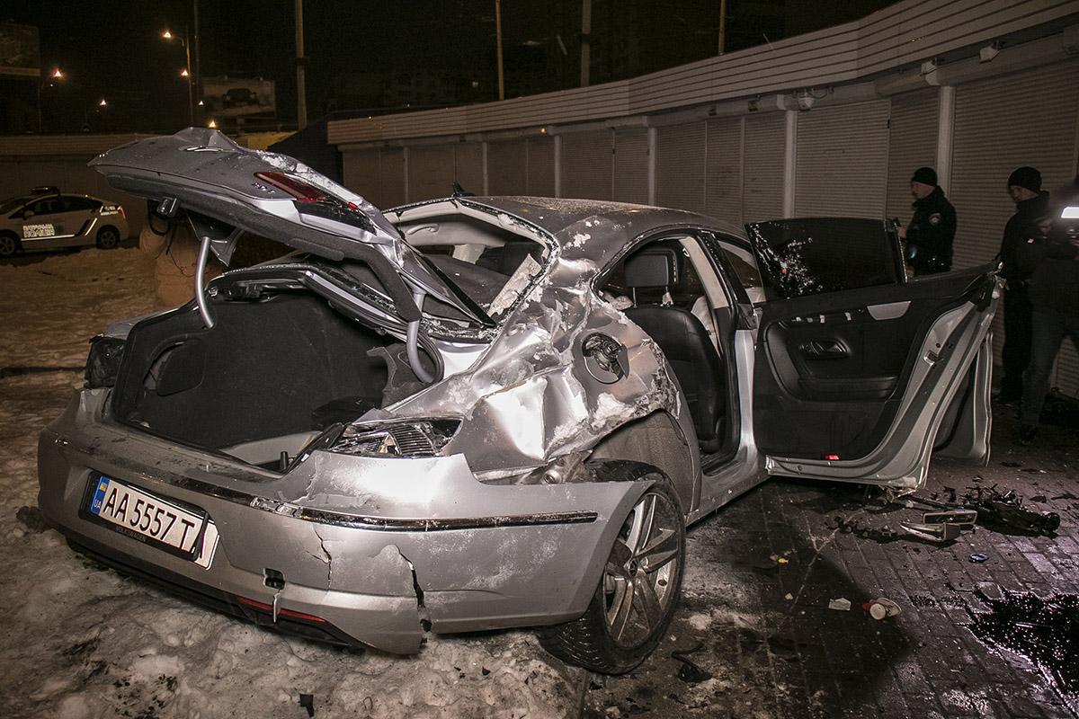 Пассажирку из автомобиля доставали прохожие