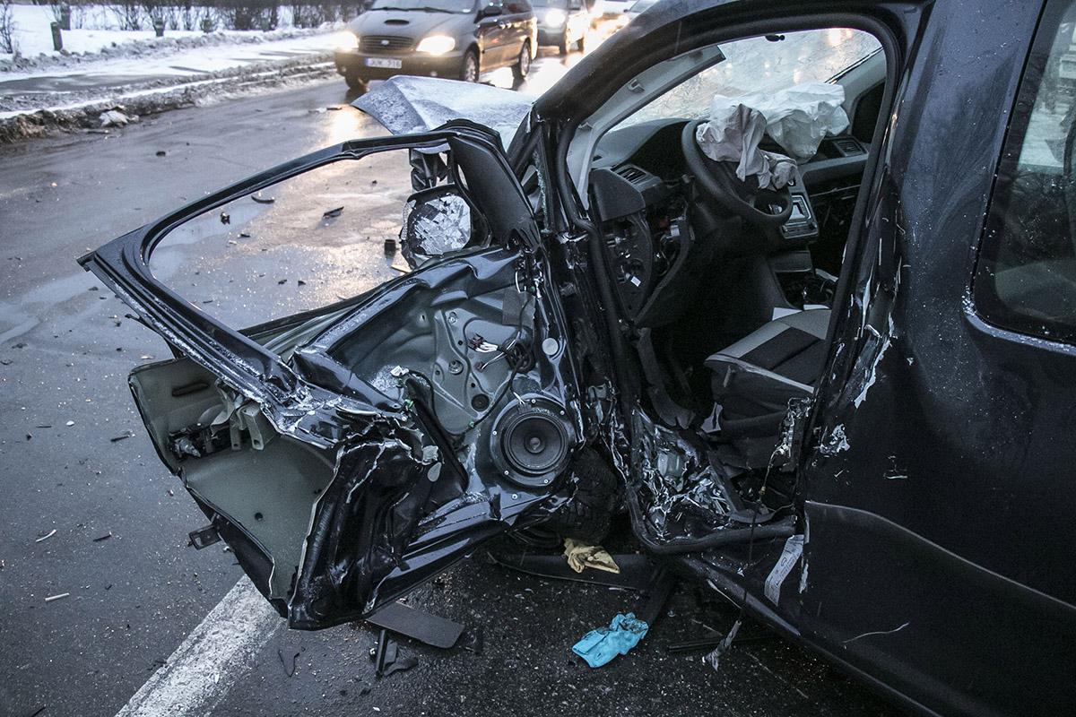 Из Caddy водителя вырезали ГСЧСники