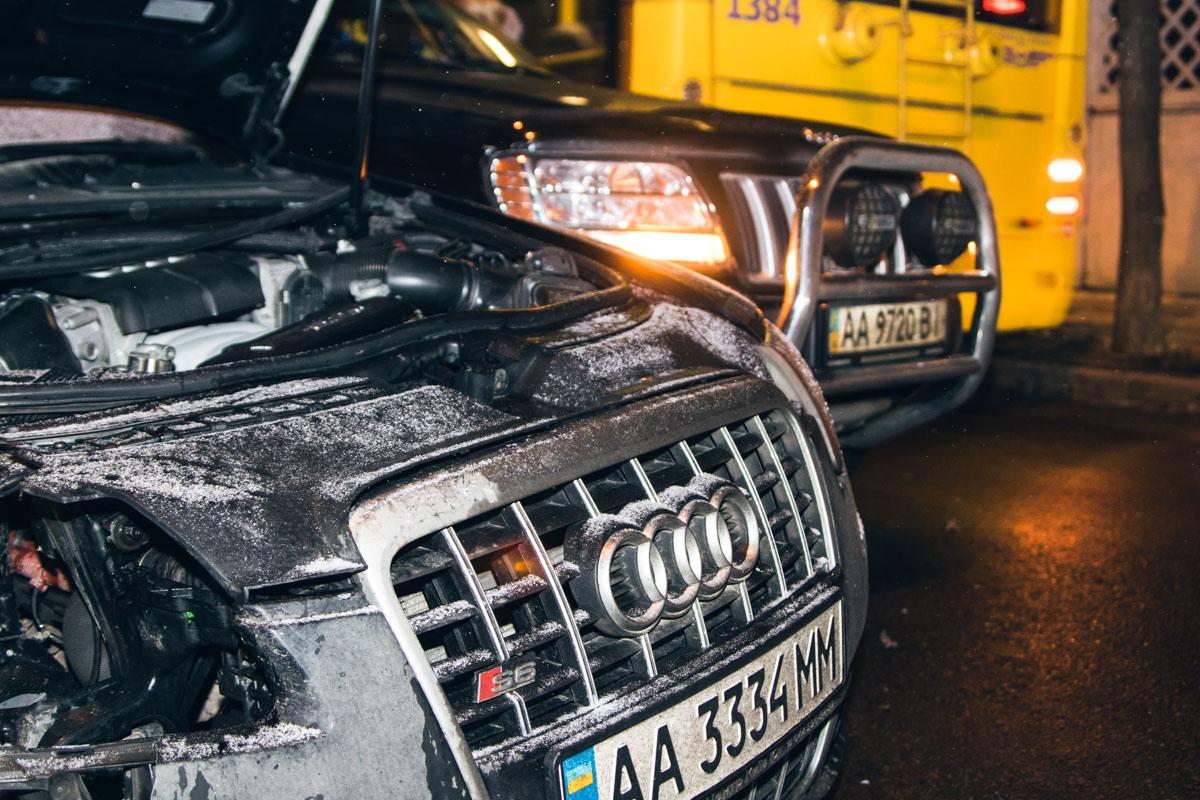 Поврежден перед Audi