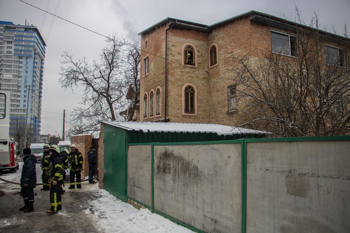 Возгорание произошло на третьем этаже дома