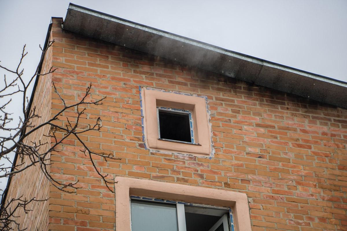 Огонь охватил площадь 100 квадратных метров