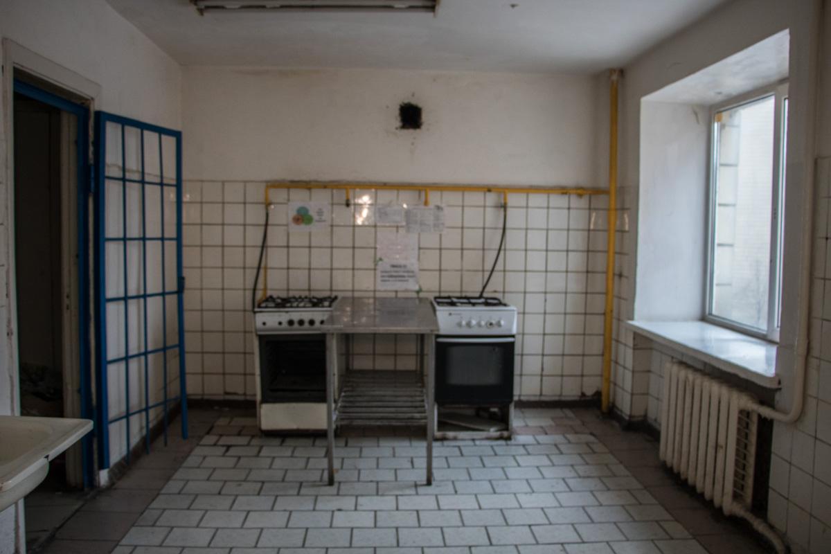 Кухня в корпусе. Не каждому по душе здесь готовить пищу