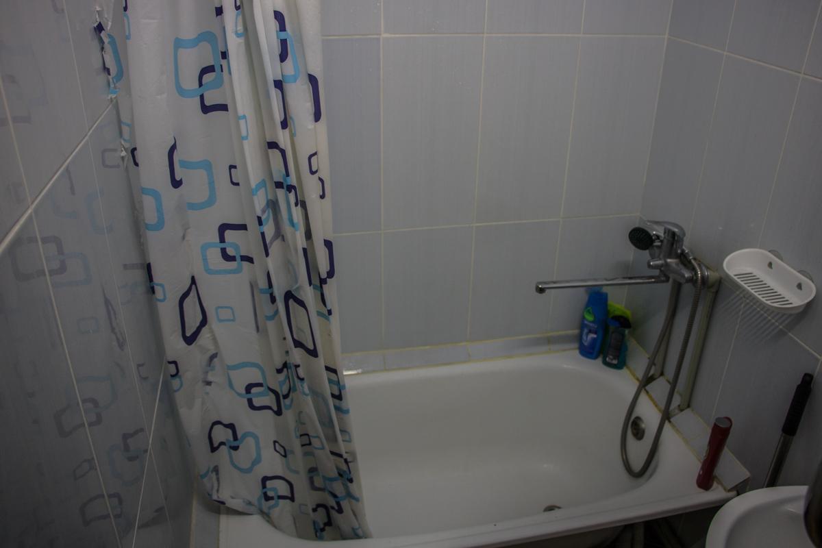 О, чудо! В ванной помыться можно, не любуясь картинами разрушений
