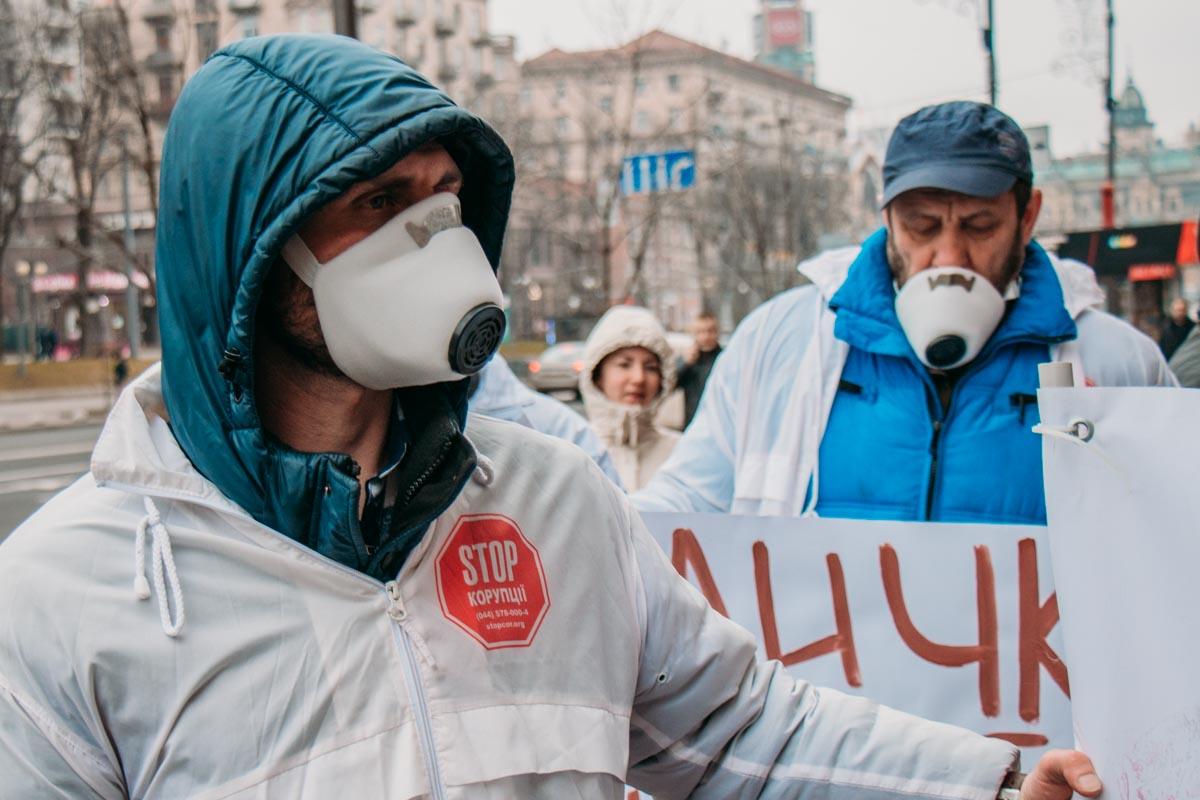 "Жители Березняков, Позняков и ЖК ""Комфорт таун"" страдают от химического запаха и часто болеют"