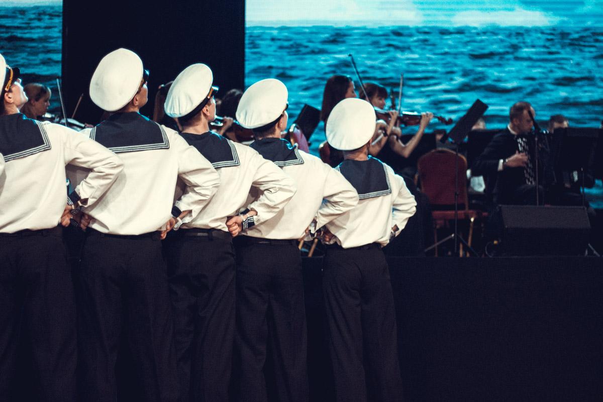 Кроме народных танцев есть и морские мотивы