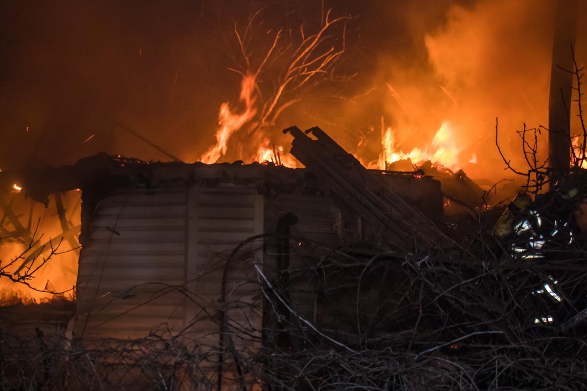 Жилой дом на улице Садовая выгорел дотла