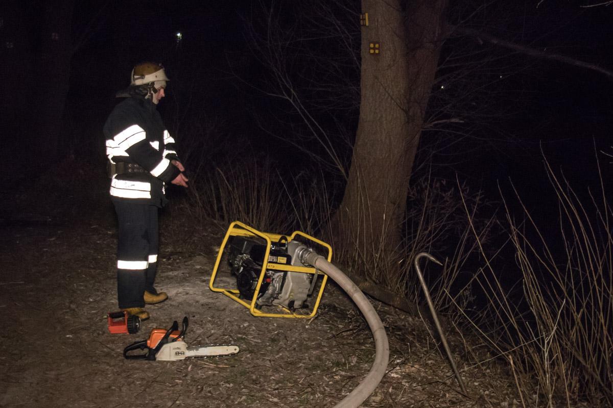 Пожарные наладили подачу воды к месту тушения