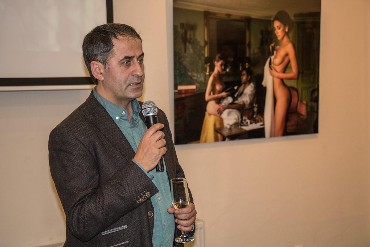 Лобанов вкратце рассказал о концепции выставки и задумке проекта