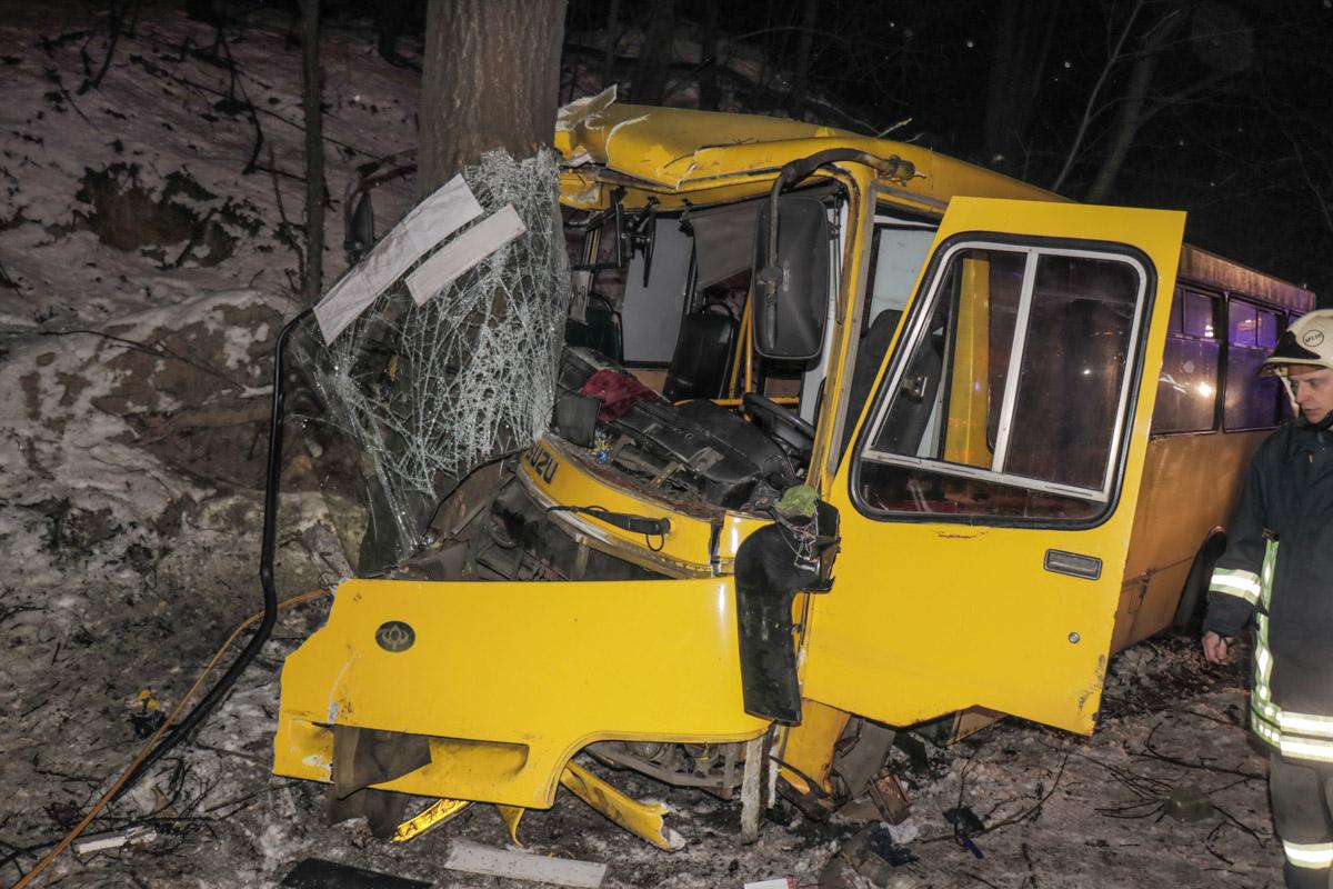 Автобусы получили серьезные повреждения