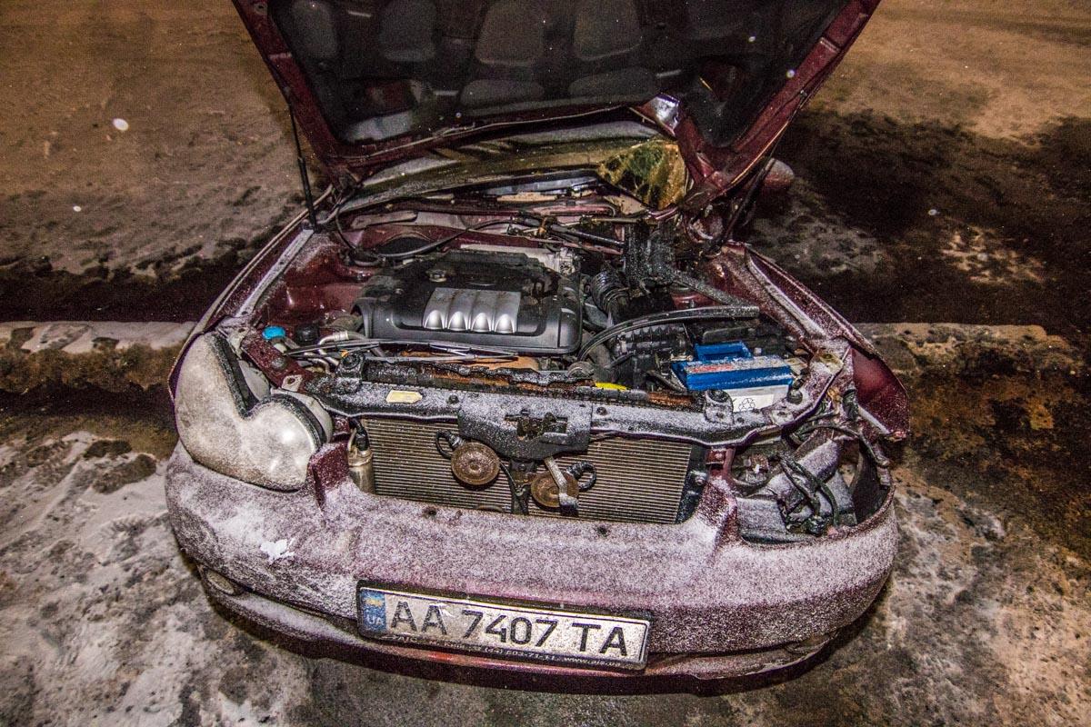Hyundai Sonata врезался в столб