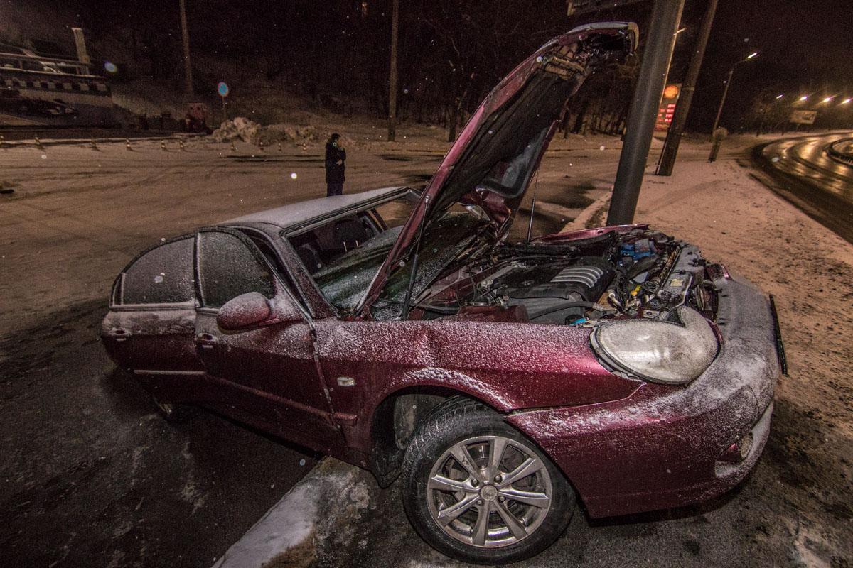 Hyundai Sonata после столкновения загорелся