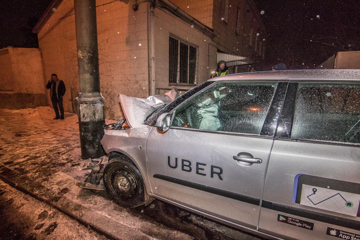 Произошло ДТП с участием авто службы такси Uber Skoda Fabia