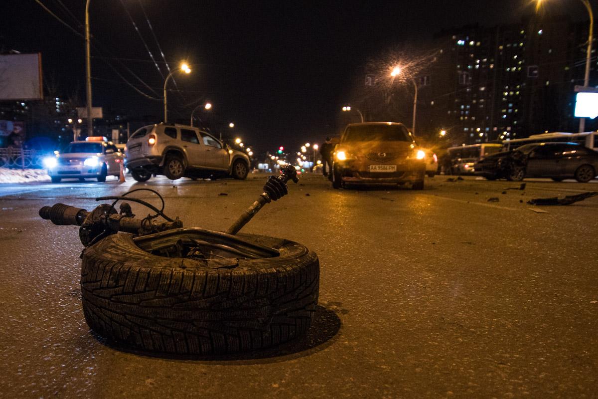 Авто и колесо разлетелись в разные стороны