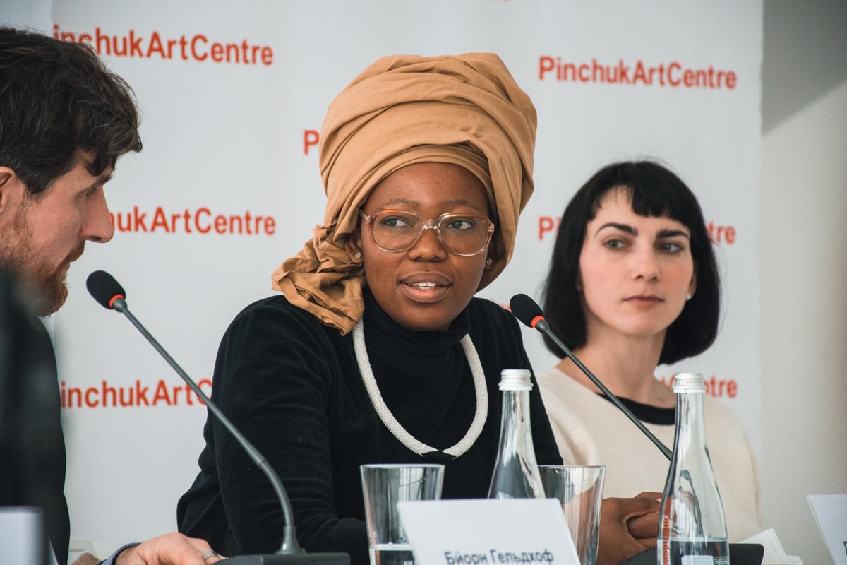 Победительница международной премии Future Generation Art Prize 2017 – Динео Сеше Бонапе, художница из ЮАР