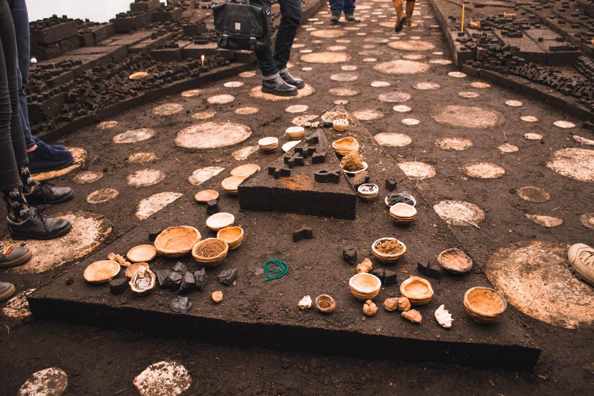 Произведение Динео напоминает древние места