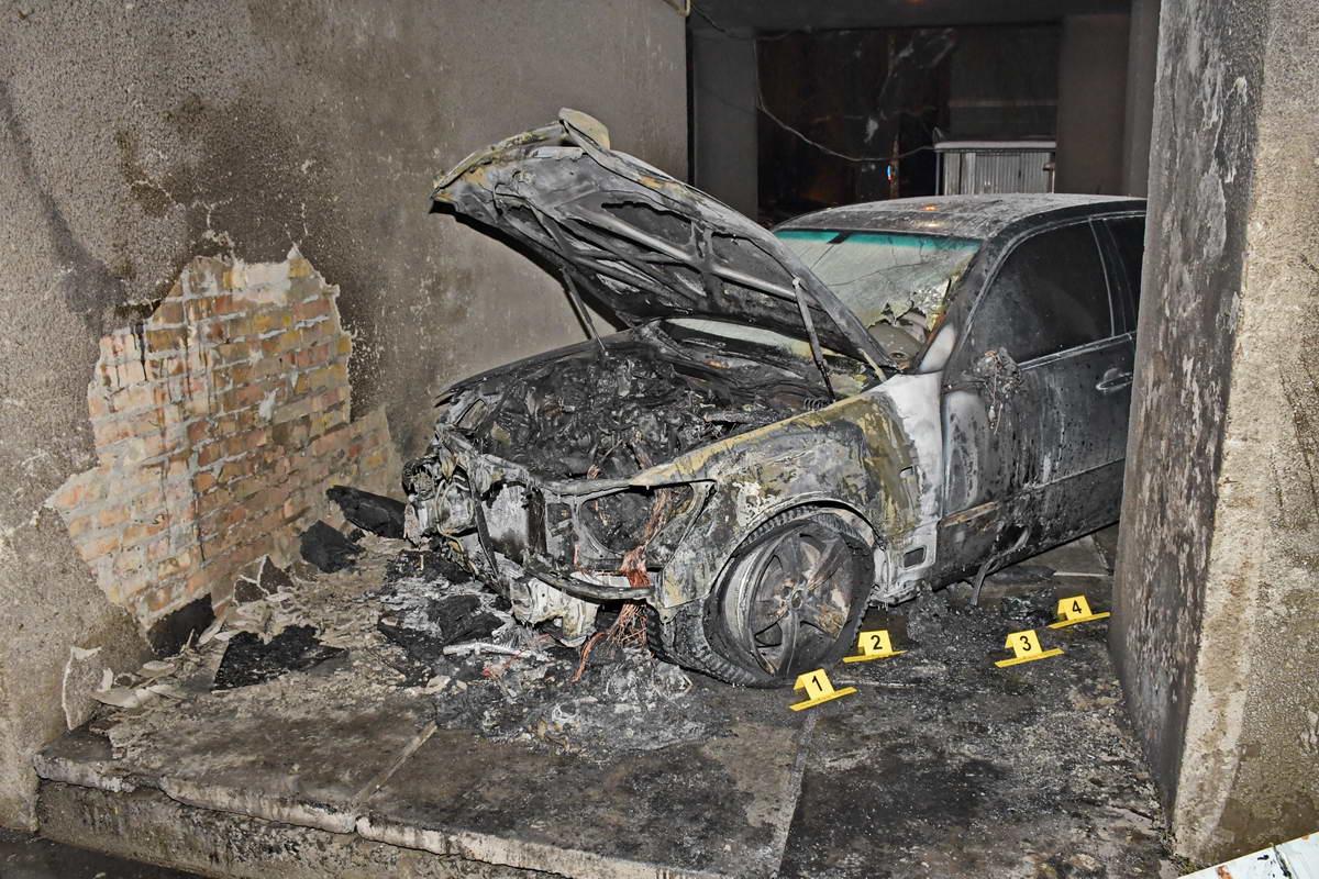 На улицеМихаила Омельяновича-Павленко горел Lexus