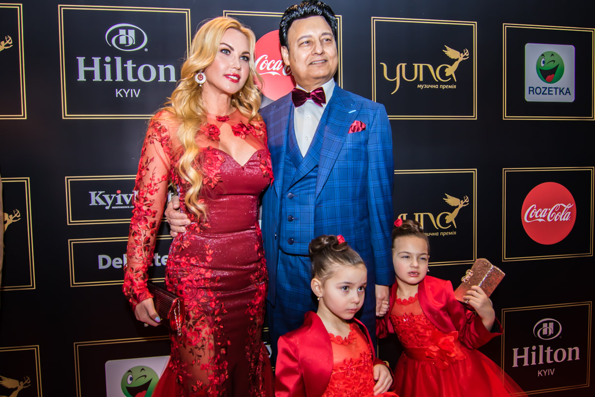 Певица Камалия со своей семьей