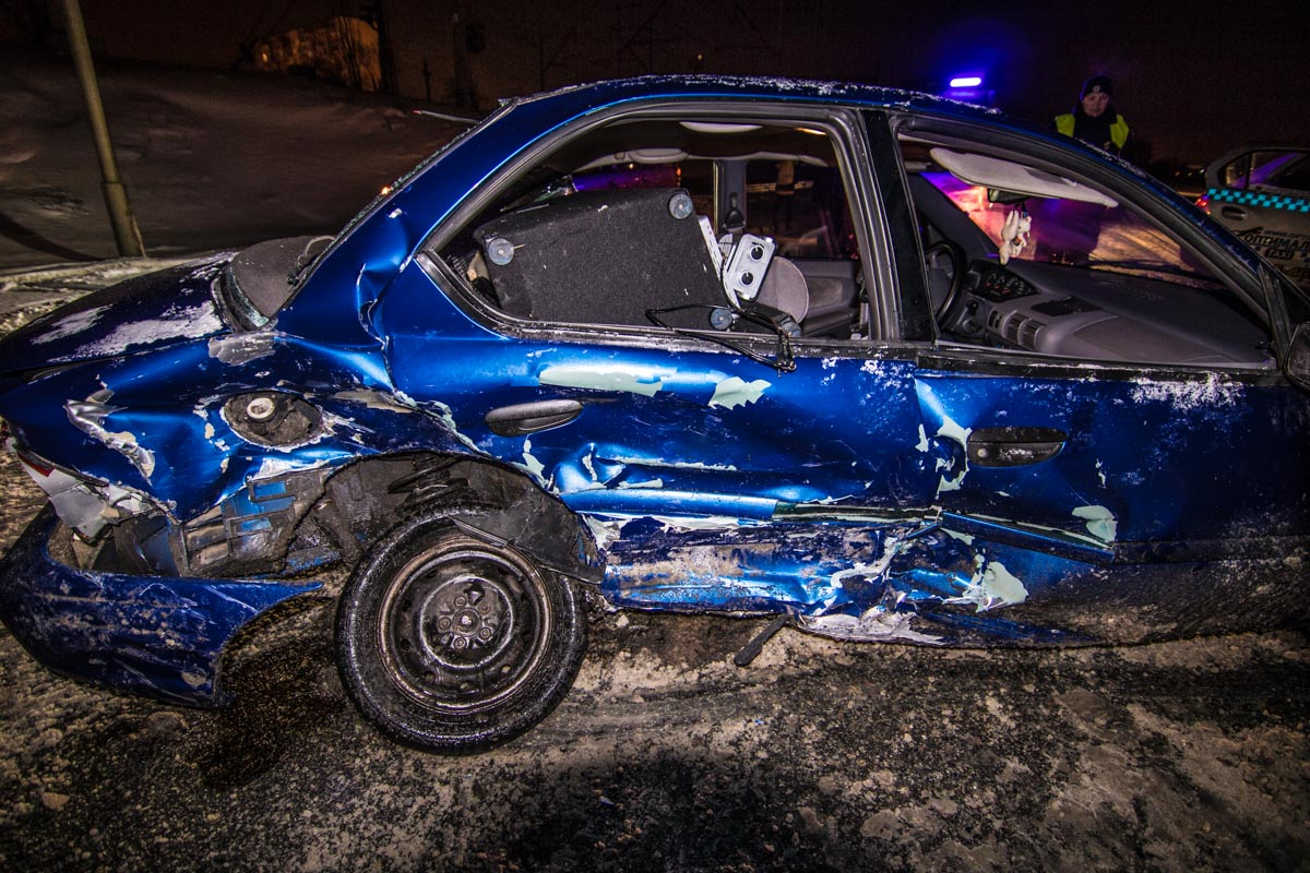 Больше всего досталось Renault - машину закрутило на дороге из-за гололеда