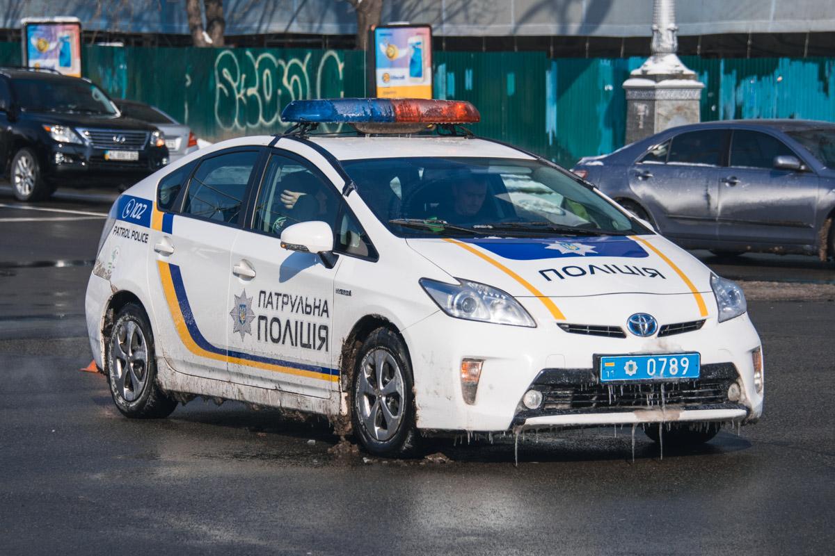 """Полицейский Prius приехал посмотреть на презентацию коллег из """"Укрпошты"""""""