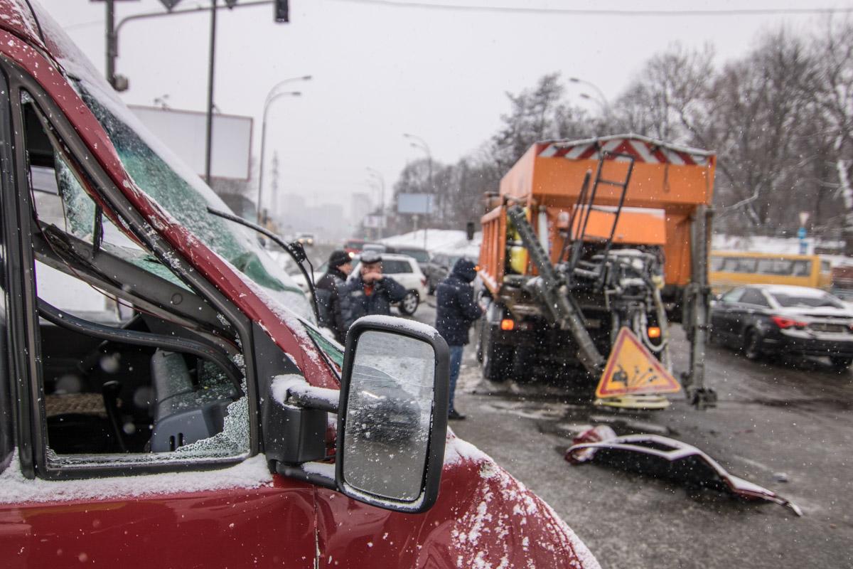 На перекрестке улиц Бориса Гринченко и Кировоградской Volkswagen и МАЗ