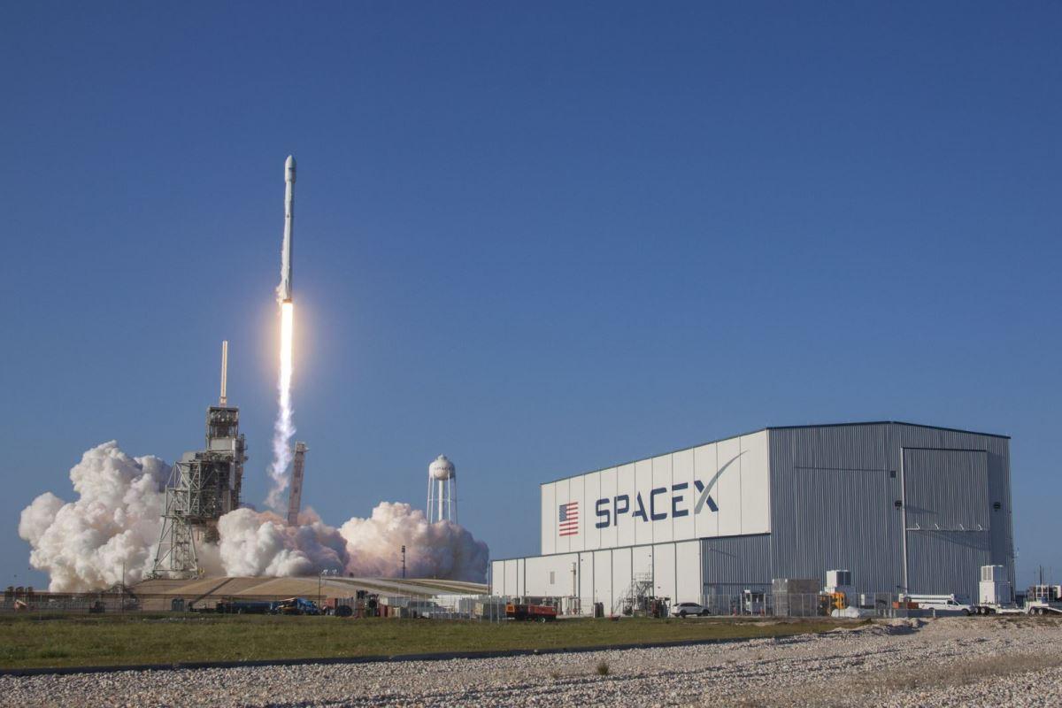 Всего планируется вывести на орбитуоколо 12 тысяч спутников