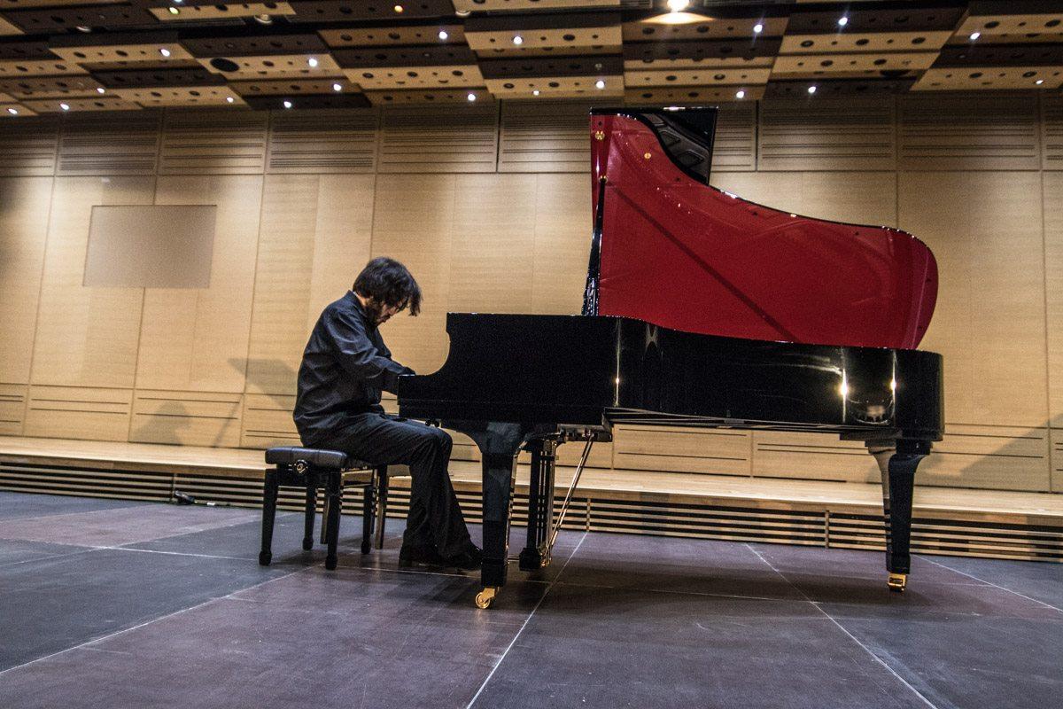 В концерте принял участие лауреат международных премий, пианист Антоний Барышевский