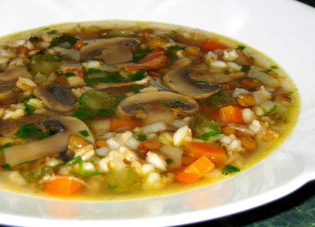 Постный суп с грибами и перловкой
