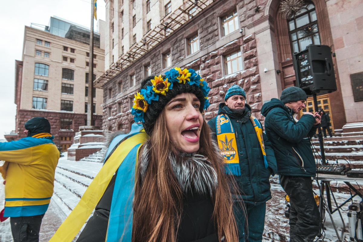 Активисты пели украинские песни и требовали личной встречи с Кличко