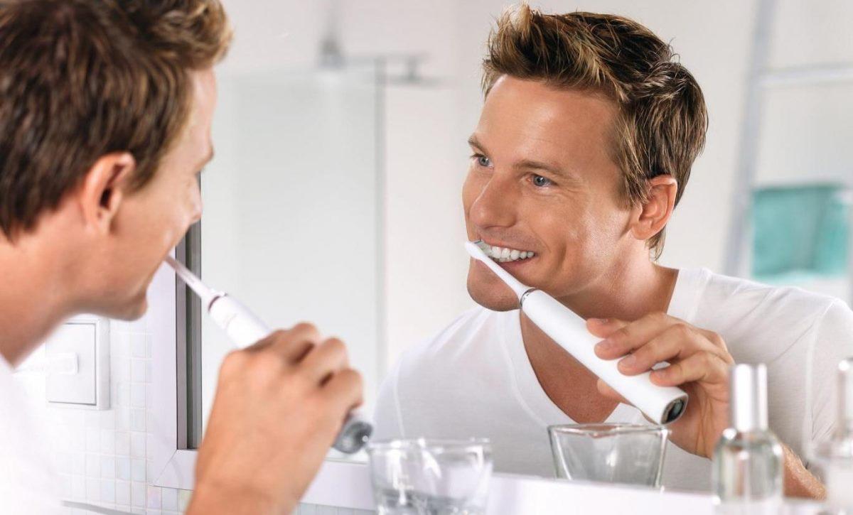 Как известно, зубы нужно чистить два раза в день - утром и вечером